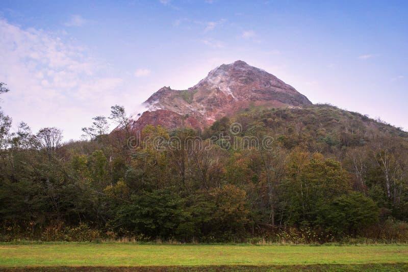Гора одно vulcano Showa shinzan заново большинств популярного traveli стоковое изображение