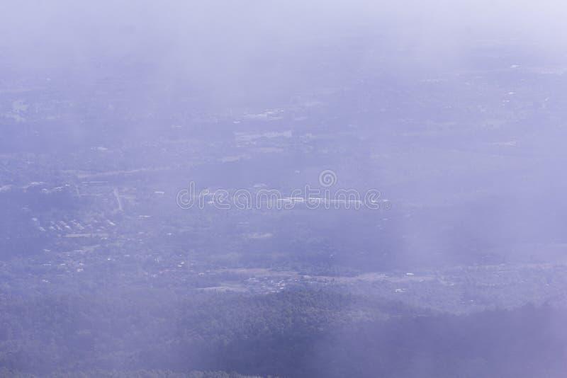 Гора понедельника формы города chiangmai взгляда длинная стоковые фотографии rf