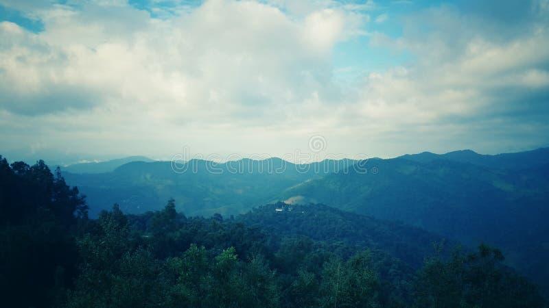 Гора природы, выравнивая небо стоковые фотографии rf