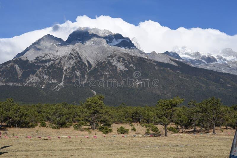 Гора снежка дракона нефрита стоковые изображения