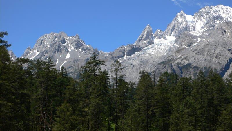 Гора снежка Yulong (дракона нефрита) стоковые изображения rf