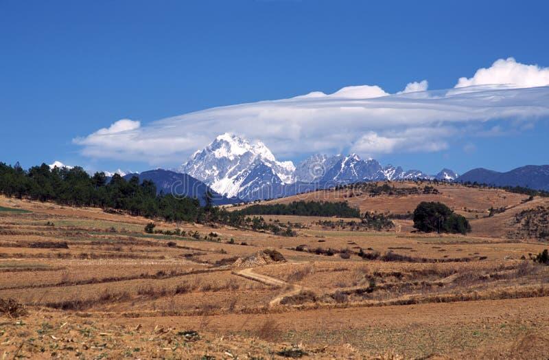 Гора снежка Yulong (дракона нефрита) стоковые изображения