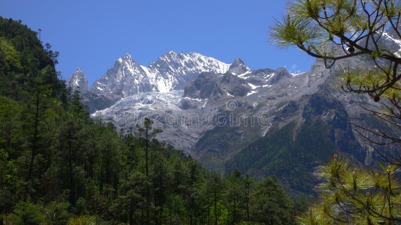 Гора снежка Yulong стоковые фото