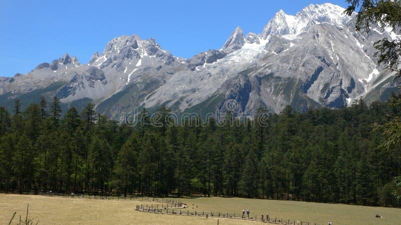 Гора снежка Yulong стоковое изображение rf
