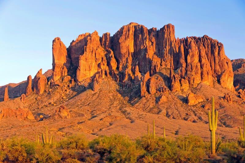 Гора суеверия в пустыне Аризоны стоковая фотография rf
