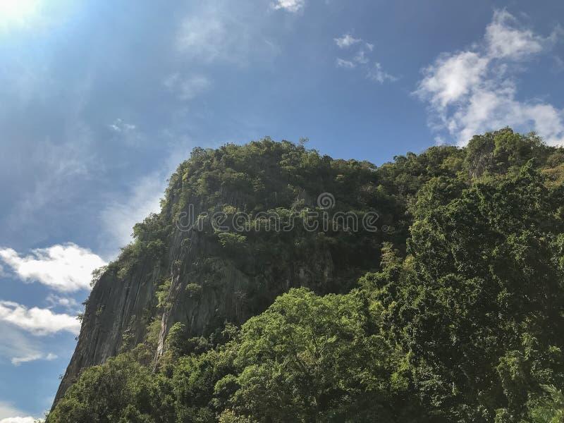 Гора сцены местная на Phatthalung, Таиланде стоковые фотографии rf