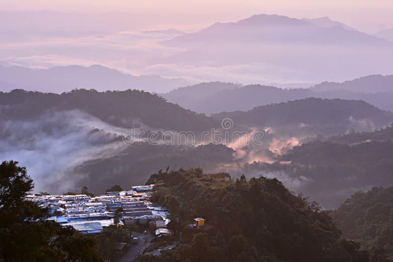 Гора с туманом стоковые фотографии rf