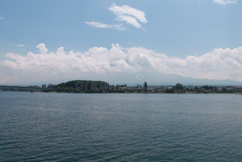 Гора Фудзи в пасмурном дне стоковое изображение