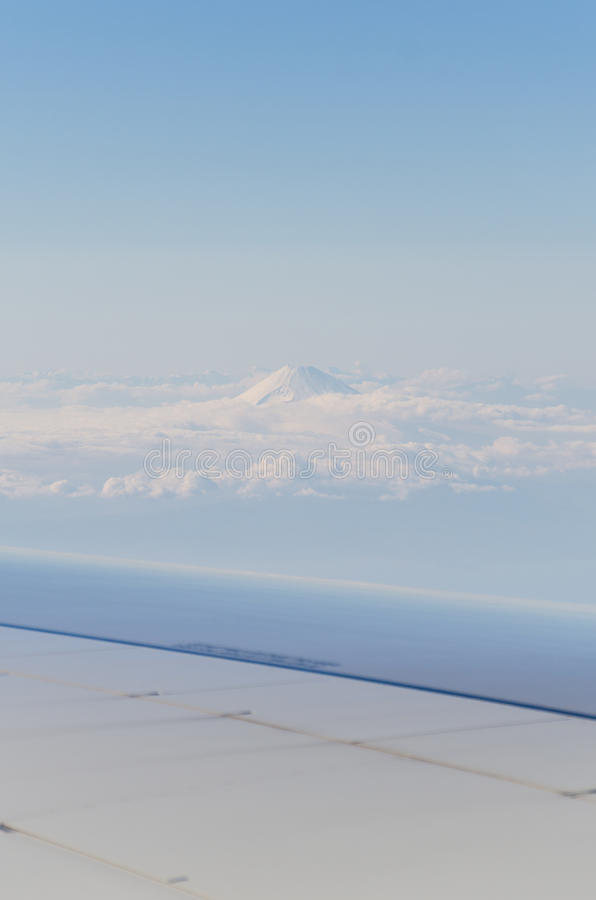 Гора Фудзи от самолета стоковые фотографии rf