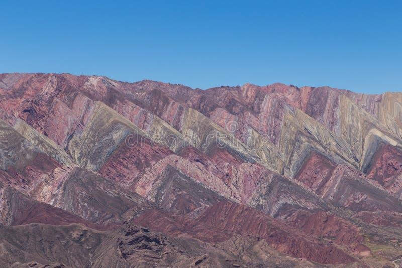 Гора 14 цветов, Quebrada de Humahuaca стоковое изображение