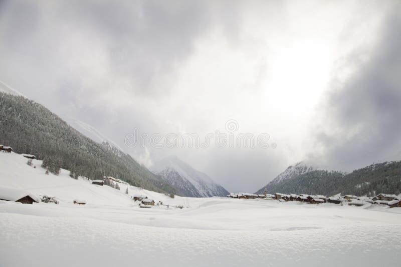 Download Гора редакционное фото. изображение насчитывающей долина - 37928981