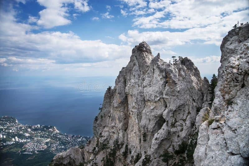 Гора Ai-Petri в Крыме с голубым небом стоковые фото