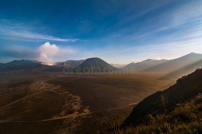 Гора Bromo с moutain Batok стоковые изображения rf