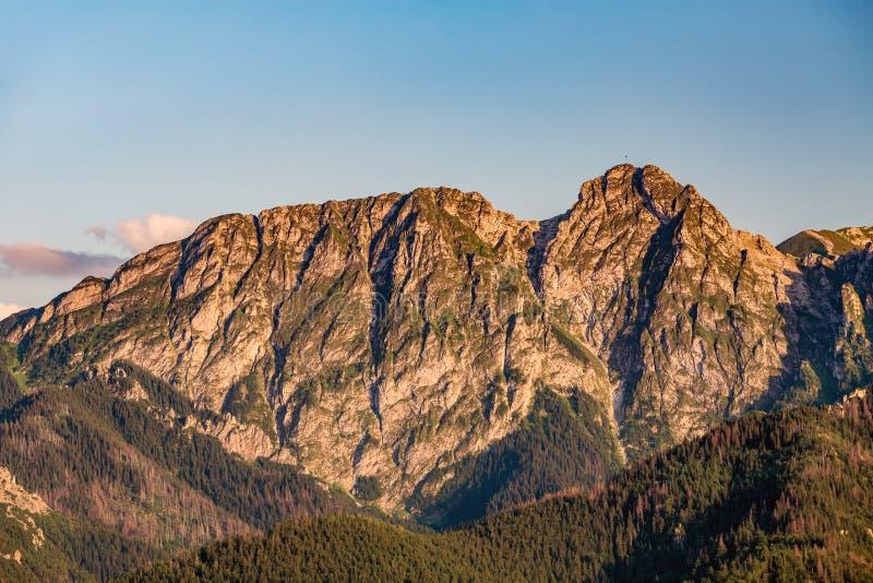Гора Giewont, воодушевляя ландшафт гор в лете Tatras стоковое фото rf