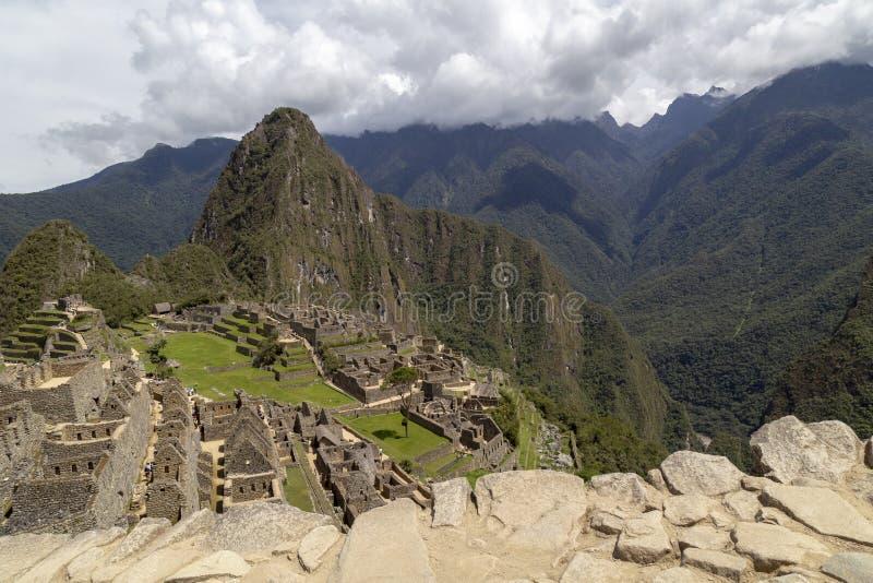 Гора Machu Picchu и Huayna Picchu в Перу, увиденном от двери солнца стоковая фотография