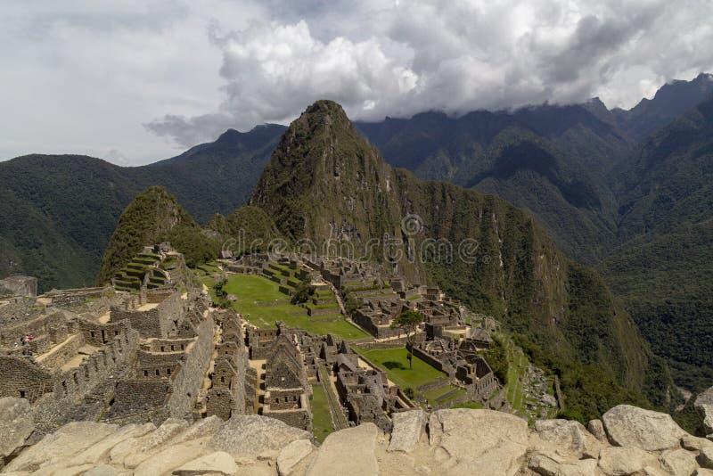 Гора Machu Picchu и Huayna Picchu в Перу, увиденном от двери солнца стоковое фото rf