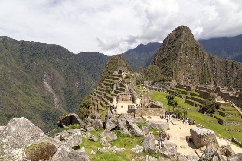 Гора Machu Picchu и Huayna Picchu в Перу, увиденном от двери солнца стоковое фото