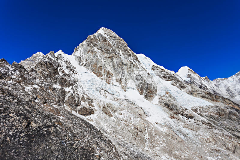 Гора Pumori, Гималаи стоковые изображения