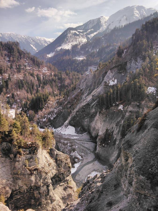 Гора River Valley, Швейцария стоковые фотографии rf