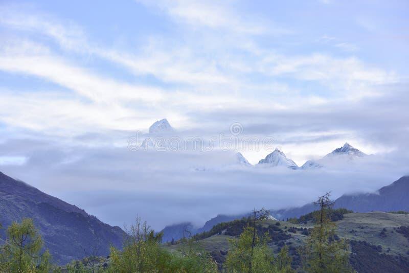 Гора Siguniang (гора 4 девушек) стоковая фотография