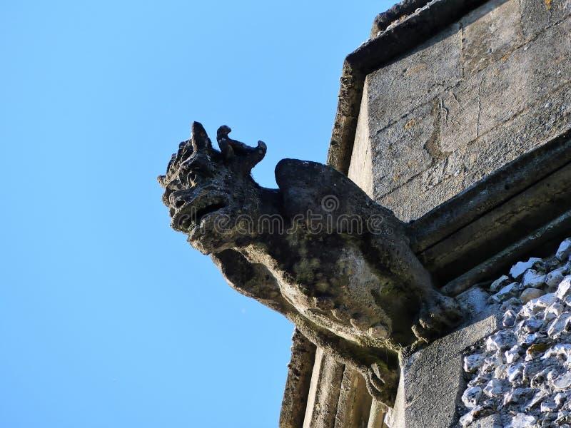 Горгулья на башне приходской церкви святой троицы, улицы Пенн стоковое изображение