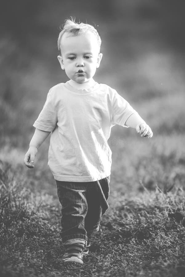 Гордое маленькое выражение человека стоковые фото