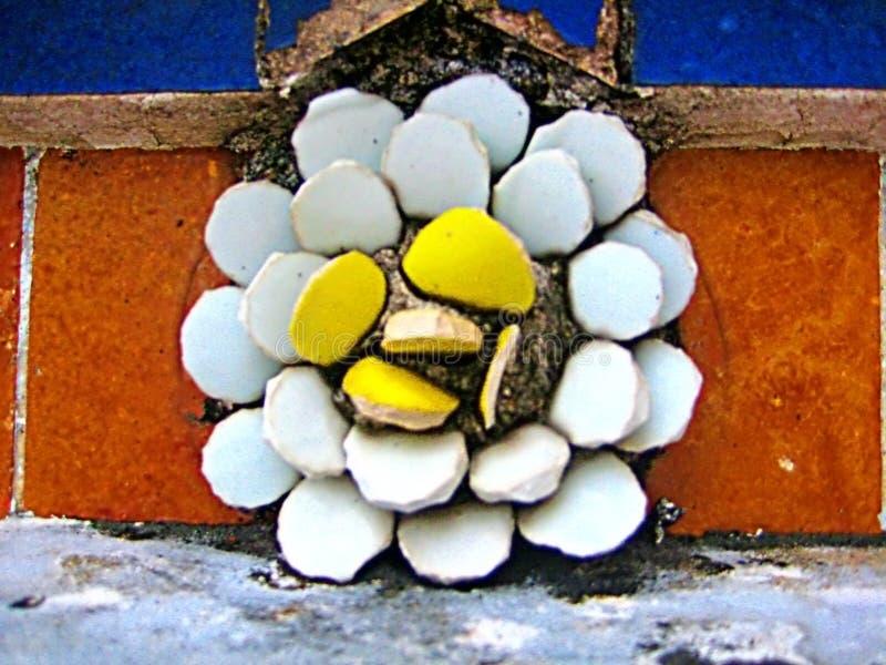 Горельеф цветка лотоса на виске возлежа Будды стоковая фотография rf