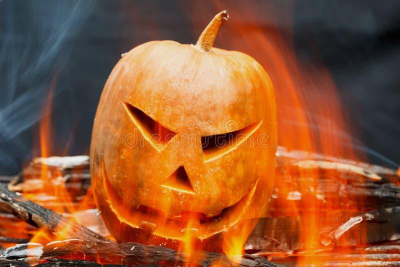 Горение Джек-o-фонарика хеллоуина стоковые фото