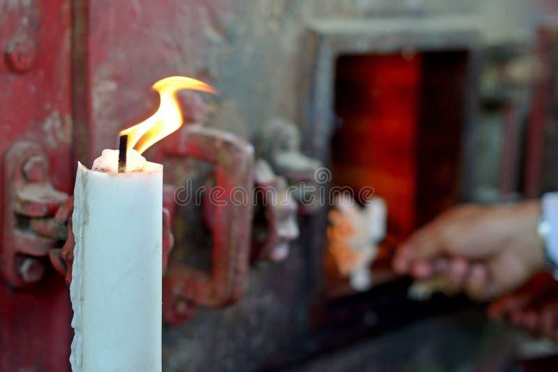 Горение крематорий конца-вверх стоковые фото