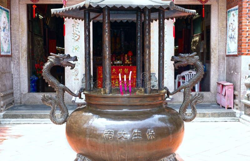 Горение ладана перед виском Zhongde Daoist, Xiamen, Китаем стоковое фото rf