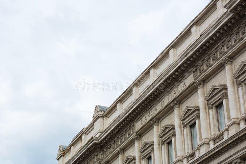 Горизонтальный взгляд конца вверх дворца Государственного банка Италии на облаке стоковые изображения