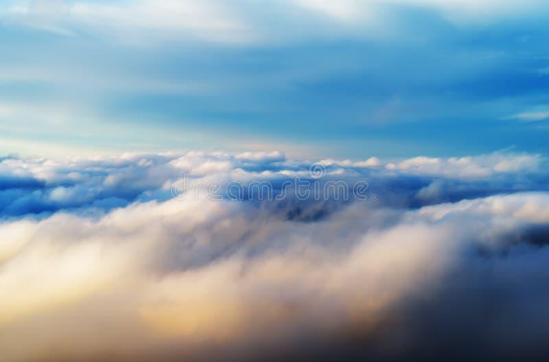Горизонтальное живое пустое пустое драматическое backg успеха cloudscape стоковая фотография
