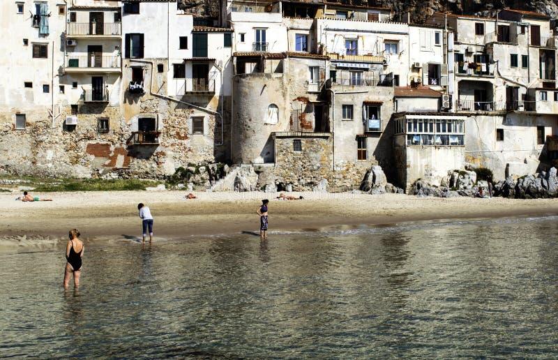 Горизонтальное, изумительное красивое туристское место в Италии, Сицилии, Ce стоковые фотографии rf