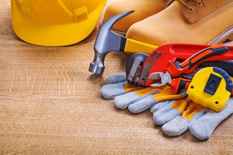 Горизонтальный шлем взгляда boots обезьяна tapeline перчатки стоковая фотография rf