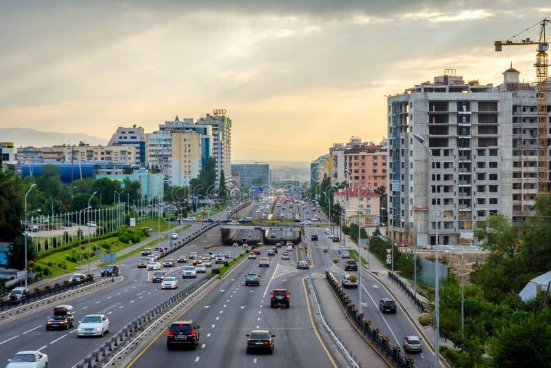 Горизонт Алма-Аты с главной дорогой стоковое фото rf