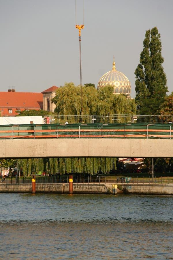 горизонт Берлина и синагога Берлина стоковые изображения rf