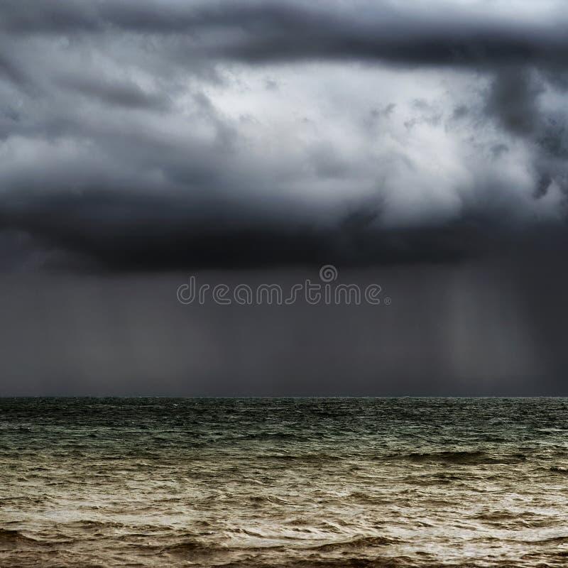 горизонт бурный стоковое фото