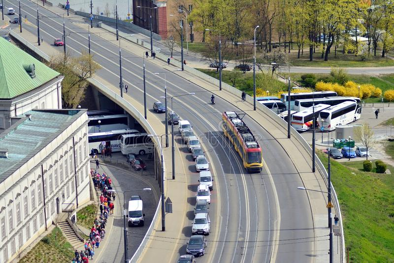 Горизонт Варшавы со зданиями и мост через Реку Висла стоковая фотография rf