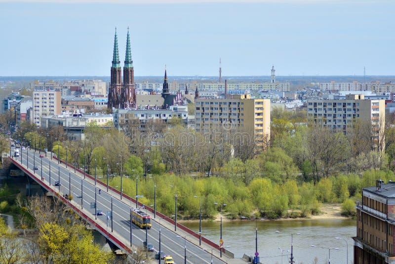 Горизонт Варшавы со зданиями и мост через Реку Висла стоковые фотографии rf