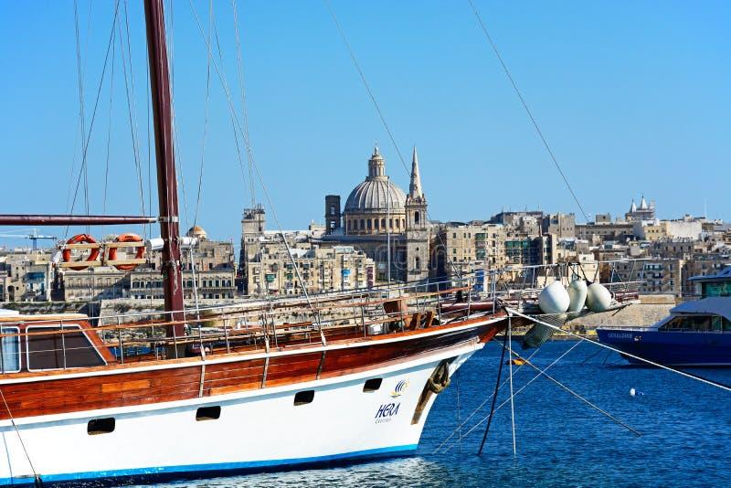 Горизонт Валлетты и яхта, Мальта стоковое изображение rf