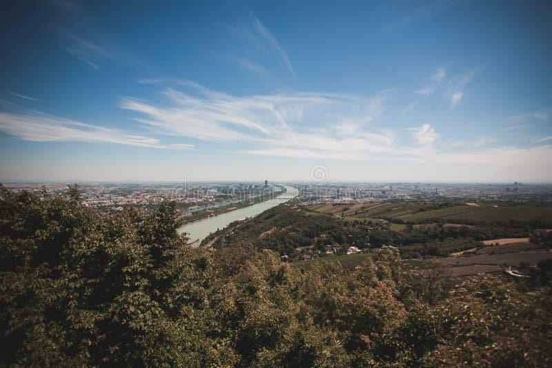 Горизонт вены с Дунаем, Австрией стоковые изображения