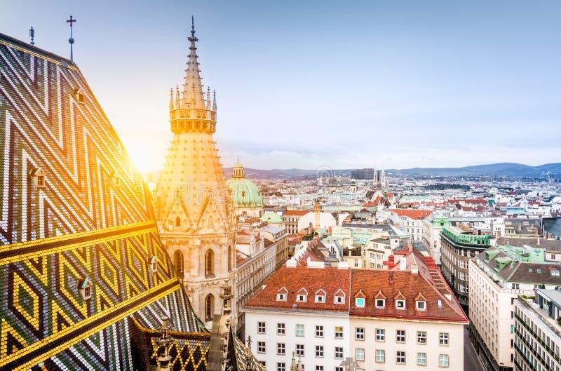 Горизонт Вены с крышей собора St Stephen, Австрией стоковые изображения rf
