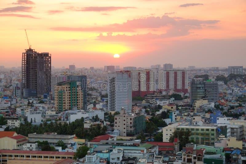 Горизонт в заходе солнца, Вьетнам Хошимина стоковое изображение rf