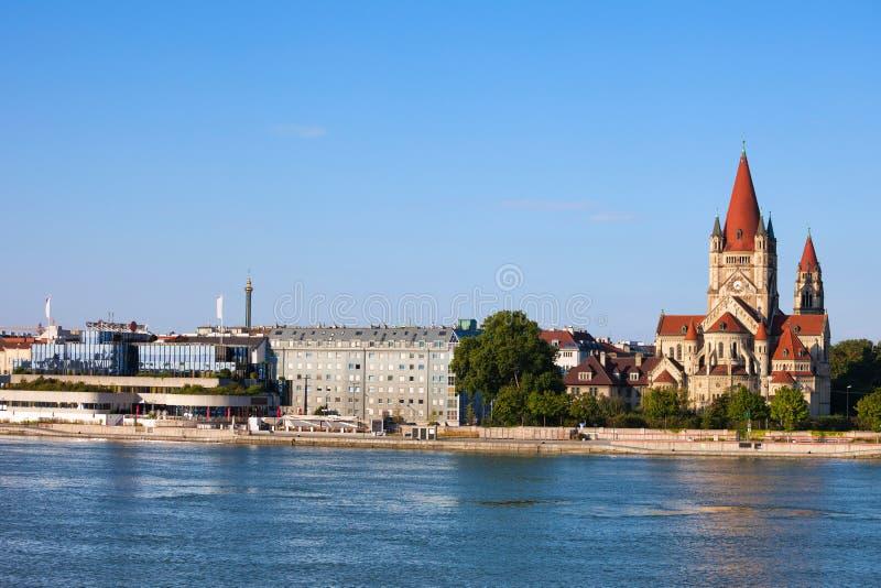 Горизонт города вены от Дуная стоковые изображения rf
