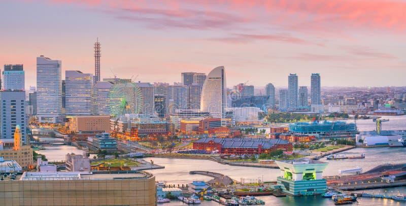 Горизонт города Иокогама на заходе солнца стоковые фото
