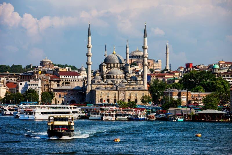 Горизонт города района Стамбула Eminonu стоковые изображения