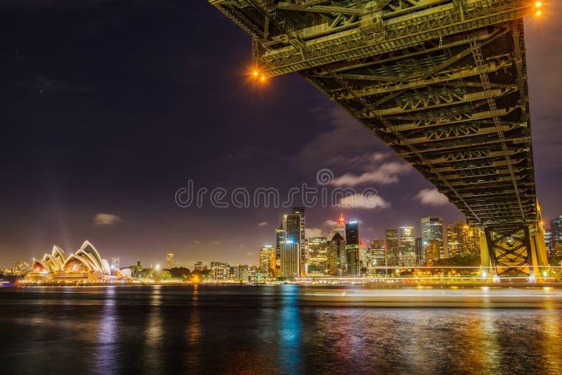 Горизонт города Сиднея на ноче стоковое фото