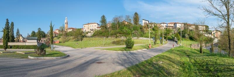 Горизонт городка, северная Италия Malnate, провинция Варезе стоковое фото rf