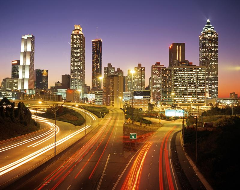 Горизонт города Атланты на сумраке стоковые фото