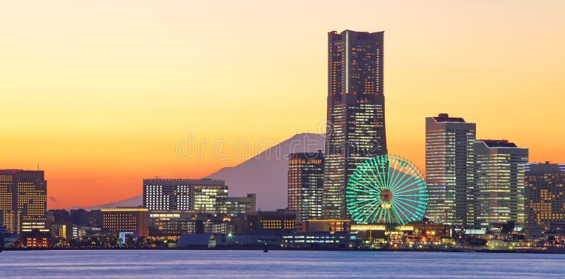 Горизонт города Иокогама над Mt Фудзи стоковое фото